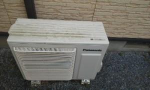 パナソニックお掃除機能付きエアコンの分解洗浄です。