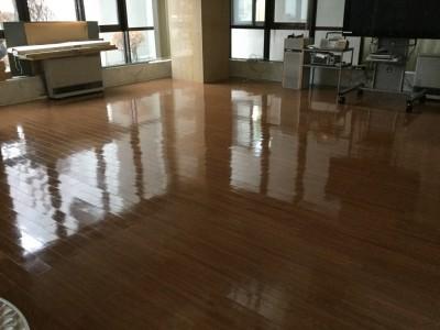 床の洗浄ワックス光沢有り