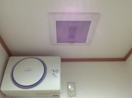 天井埋め込み型換気扇。