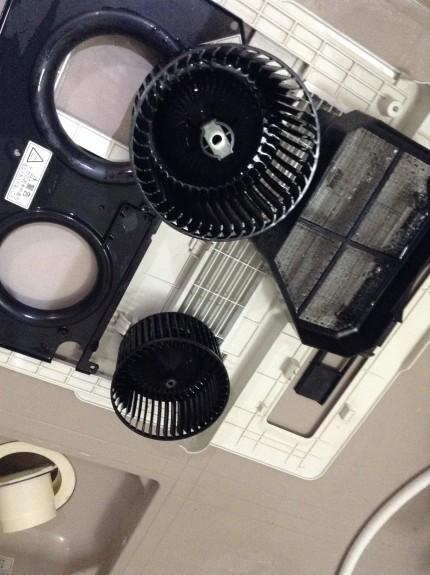 浴室乾燥機の分解洗浄