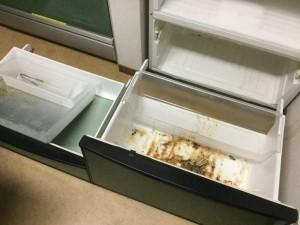 冷蔵庫の内部の汚れクリーニング