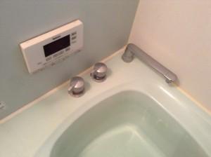 浴室のバスタブ水アカ汚れ落とし