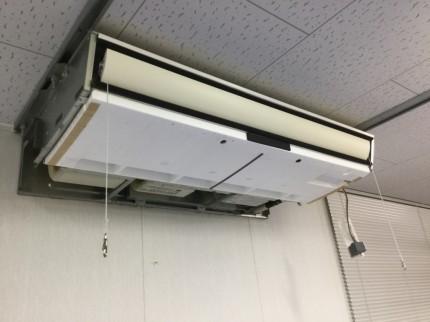 天吊りエアコン分解洗浄