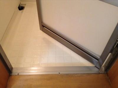 浴室床の水アカ落とし