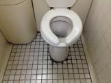トイレの床タイル水アカ洗浄