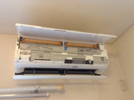 ダイキンおそうじ機能付エアコンの分解洗浄