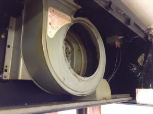 換気扇の内部の油の塊