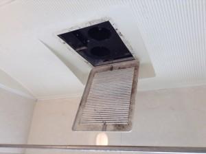 浴室乾燥機 パネルカビ除去