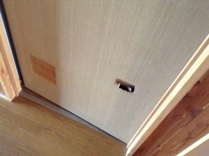 ドア 穴 補修