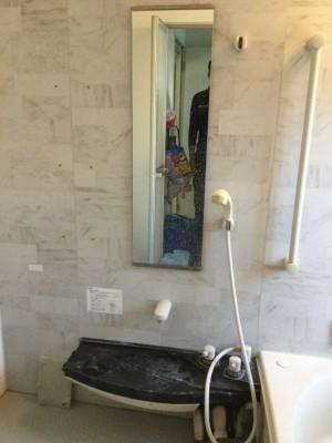 白い汚れが気になるお風呂。 その正体は水アカと石鹸カスです。