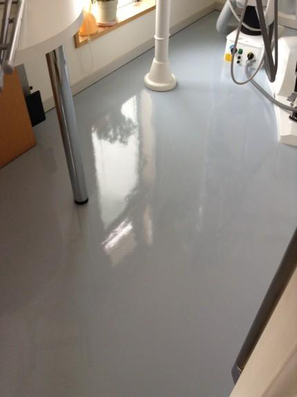 クリニックの床定期清掃