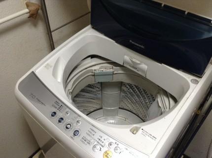 縦型の全自動洗濯機の分解はおそうじ本舗佐久中込店にお任せ下さい!!今回はパナソニック製NA-F70PB1を分解します!