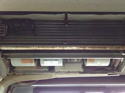 天吊りエアコンの分解洗浄