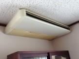 天吊りエアコン分解クリーニング