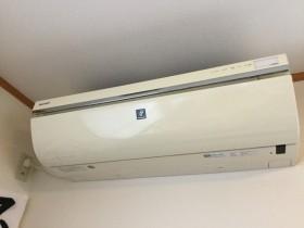 シャープ AY-Z63SX-W  お掃除機能付きエアコン分解洗浄 2010年製です。 このエアコンも分解するに一苦労なのです。