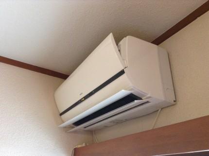 エアコンが壁から落ちた
