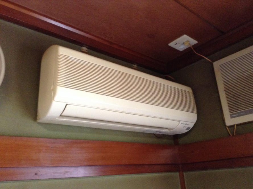 三菱古いエアコンクリーニング