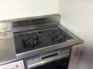 年末大掃除に先駆け、キッチン、レンジフードのクリーニング