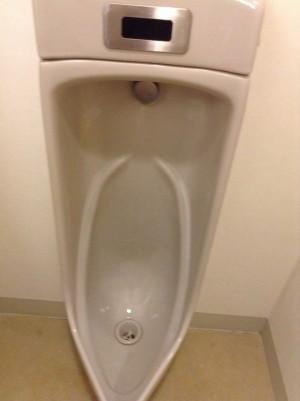 トイレ小便器 磨き上げ