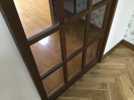 室内ガラスドアの粉塵除去