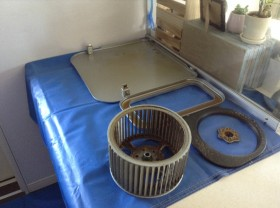 レンジフードの内部汚れ洗浄