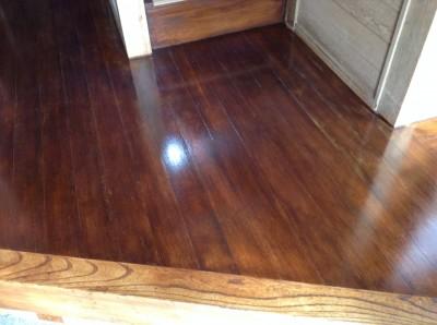 板張りの床の塗装