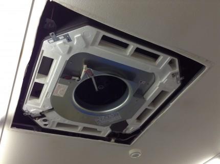 業務用エアコンの分解洗浄
