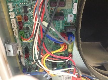 コネクタ配線を外し 分解していきます。