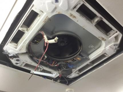 天井埋込型エアコン分解クリーニング