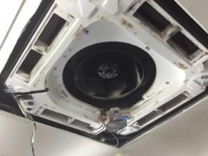 天井埋込型エアコン分解洗浄