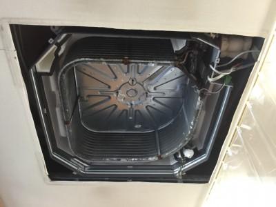 カビ汚れが強い場合は 業務用洗剤で一掃します
