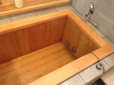 ひのき風呂の黒ずみ除去