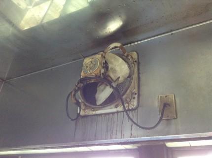 厨房の換気扇分解クリーニング