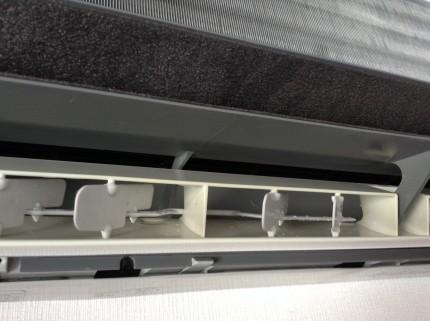 エアコン内部 分解洗浄 吹き出し口カビ