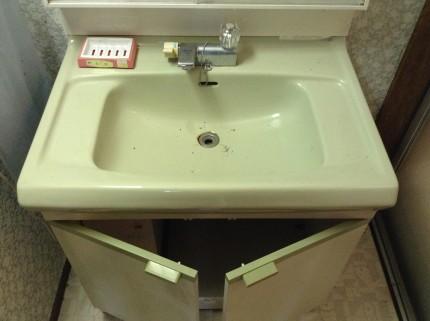 別荘の洗面台のクリーニング