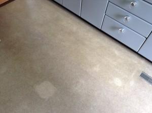 キッチンの床のクリーニング
