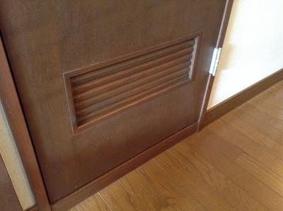 ドアの白カビ除去
