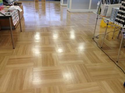 店舗の床清掃