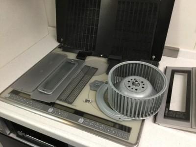 レンジフード換気扇も簡単に分解できるものは外して付け置き洗浄