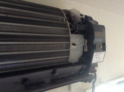 エアコン電装部のホコリ取り