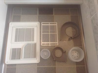 浴室暖房乾燥機の分解洗浄