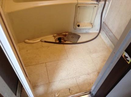 カビ汚れの拡がった浴室