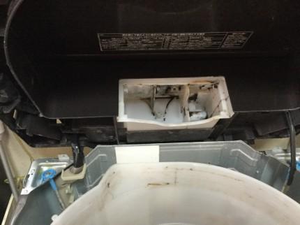 洗剤投入ケースの垢も汚れます