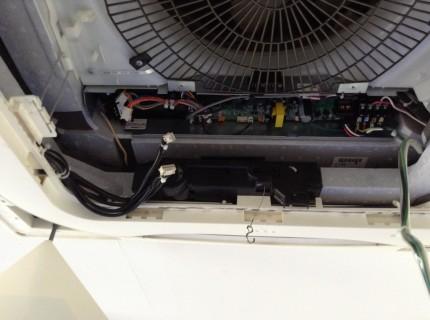 天井埋めこみエアコンの電装部分