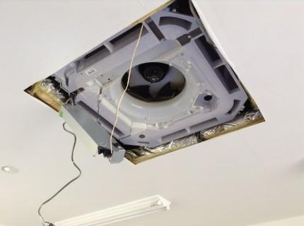 天井埋めこみエアコンの電装部