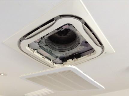 天井埋めこみエアコン分解洗浄ダイキン製