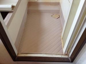 浴室の床ドア周り汚れ落とし