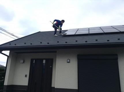 太陽光パネルのお掃除で変換効率UP