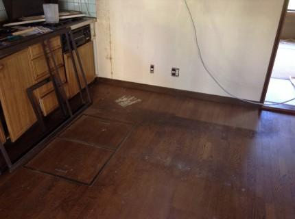 キッチンのフローリングの剥離洗浄ワックス