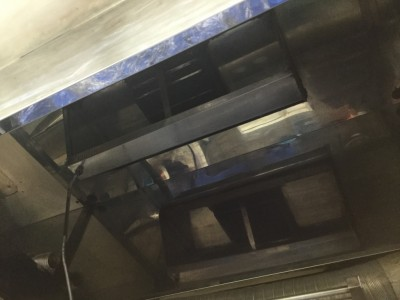 佐久市の飲食店厨房の油汚れクリーニング